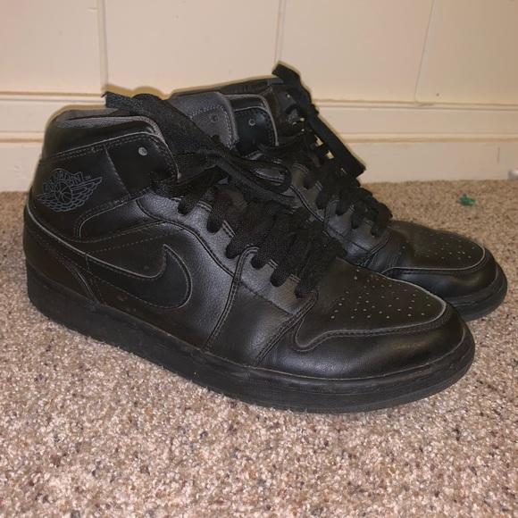 san francisco 84a3d 440ca Nike Men s Air Jordan 1 Mid Basketball Shoes. Nike.  M 5cdca70eb3e917fbbf3cd2d4. M 5cdca710abe1ce208e29a09e.  M 5cdca711b146cc16f7efcf7a